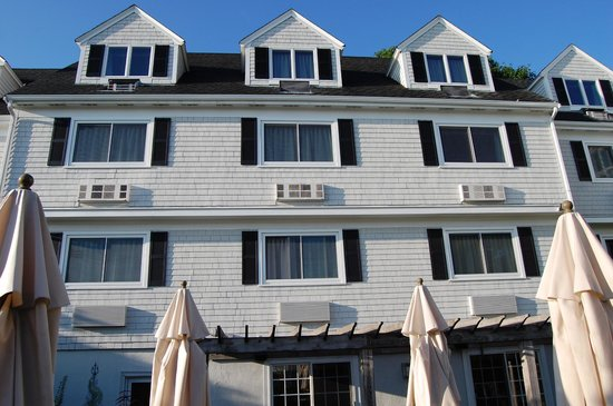 The Inn at Scituate Harbor: The other wing of the Inn from the patio
