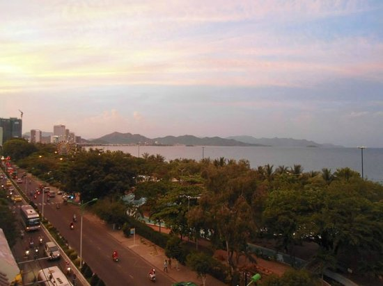 Hotel Golden Lotus: Sunset on the beach from balcony view