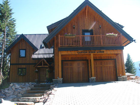 Canyon Ridge Lodge: Front of property