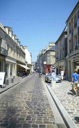 Hotel Reine Mathilde: A street in Bayeux