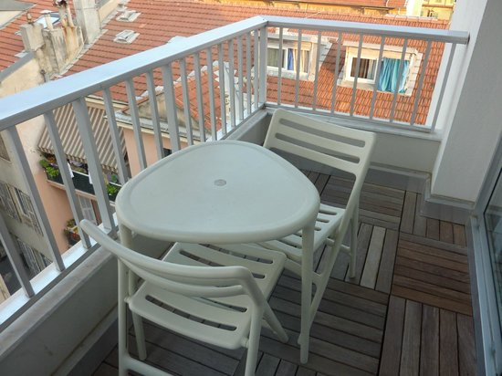 Ibis Styles Menton Centre : Balcony in room 601