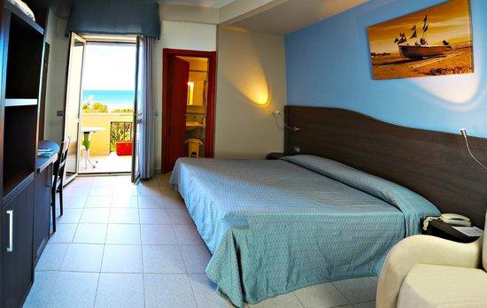 Hotel Acquario: camera matrimoniale vista mare
