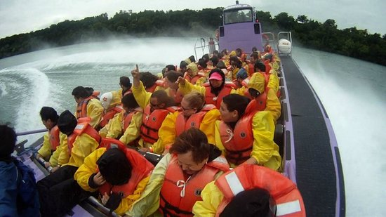 Whirlpool Jet Boat Tours: 360 turn