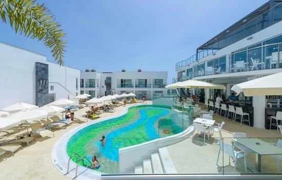 Tasia Maris Oasis: Swimming pool grounds