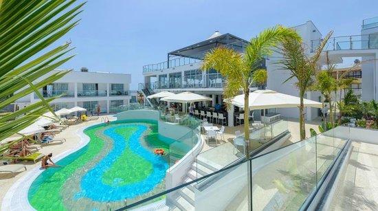 Tasia Maris Oasis: Pool grounds