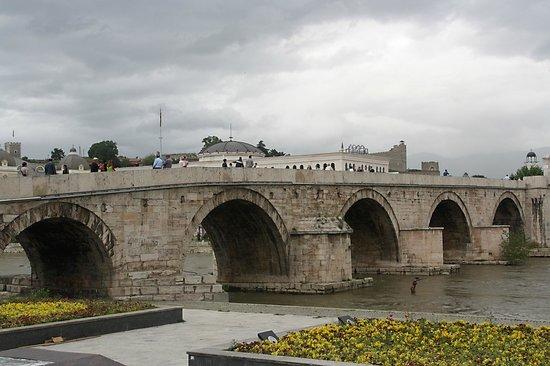 The Stone Bridge : Verbinding tussen het oude en nieuwe deel.
