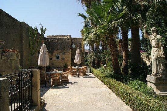 Ta' Frenc Restaurant: Vue sur le jardin