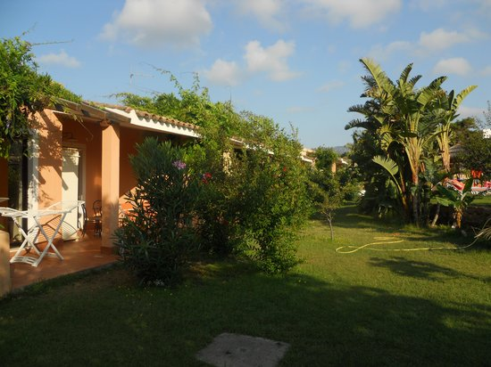 Eden Village Altura : camera vista dal giardino