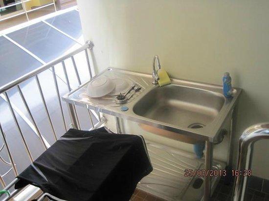 D Apartment: Balkon m Waschtisch