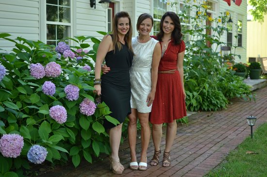 Darlington House Bed and Breakfast : Front walkway, 3 lovely ladies before heading out on the town