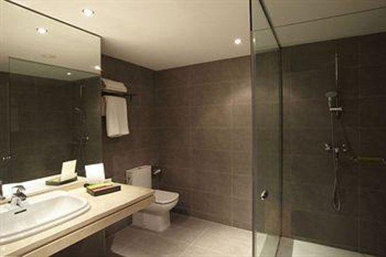 Silken Concordia Hotel: bagno