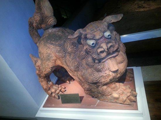 Tsuboya Pottery Museum: shisa