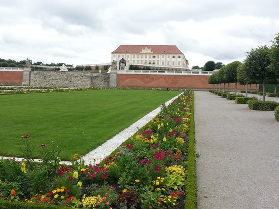 Schloss Hof: flower garden