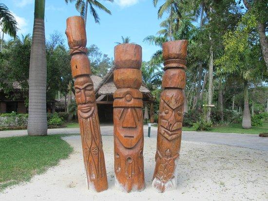 Oure Tera Beach Resort: L'entrée de l'hotel
