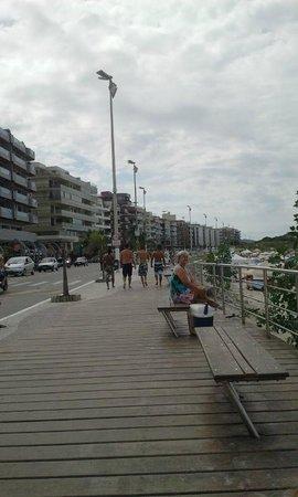 Pousada Spa Shangri La: Calçadão da praia