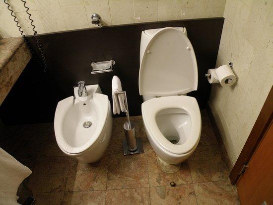 Clarion Suites Lisbon: Bathroom 2
