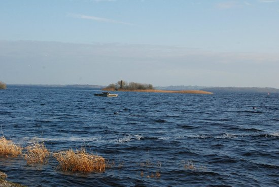 Hodson Bay Hotel : View of Lough Ree