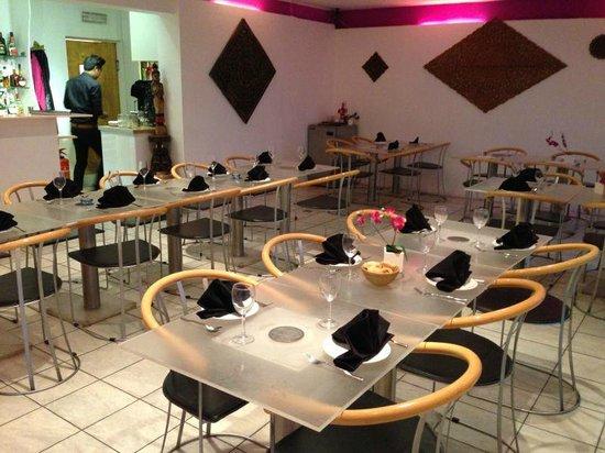 Mai Thai Restaurant at Hobbs Pavillion: Sitting