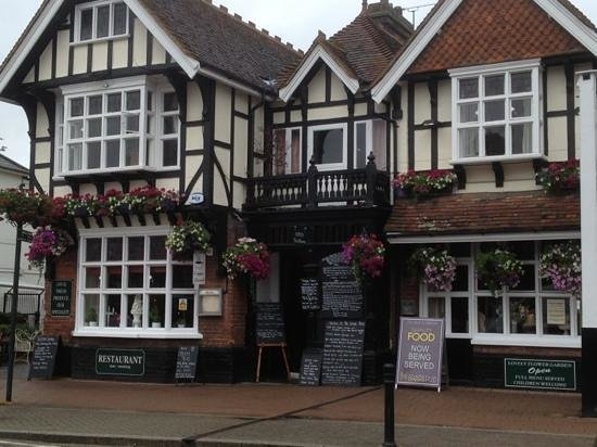 George & Dragon: flowers looking lovely!