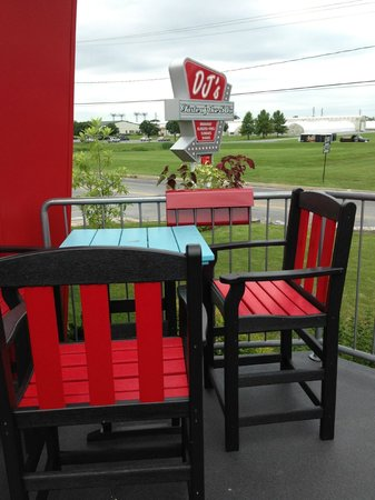 DJ's Taste of the 50's: Patio seating at DJ's
