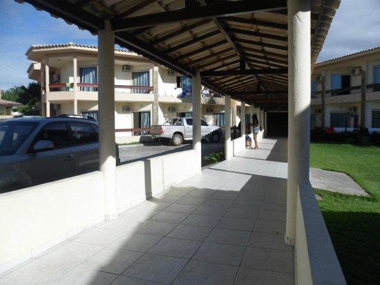 Pontal Praia Hotel: Passarela de entrada: Recepção/hotel
