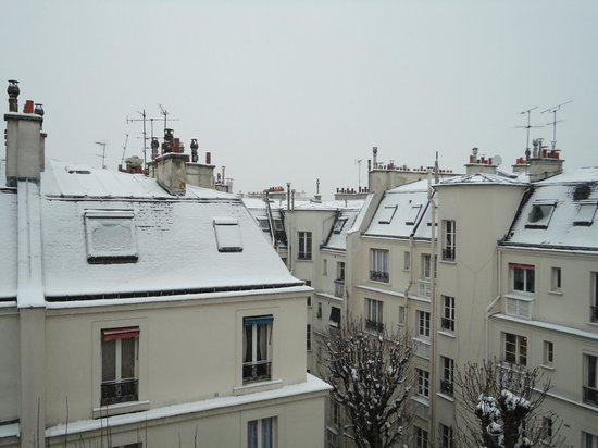 Melia Paris Champs Elysees: A different glimpse of Paris view from my room!