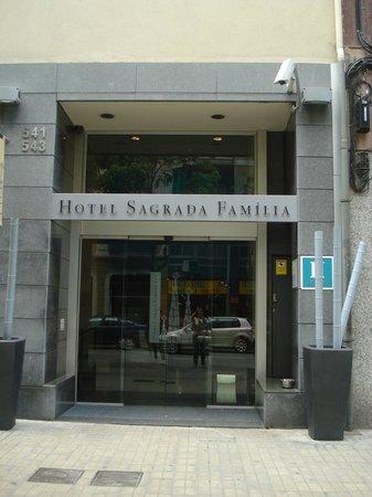 Hotel Sagrada Familia: entrada do hotel