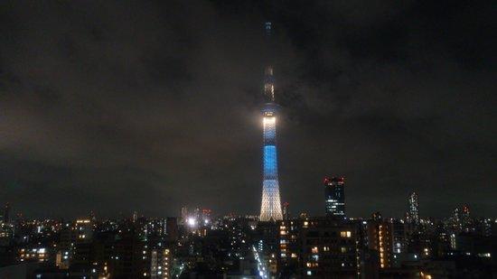 Tobu Hotel Levant Tokyo: 窓からの夜の景色