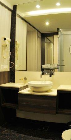 Hotel Tansha Comfort Regency: BATHROOM