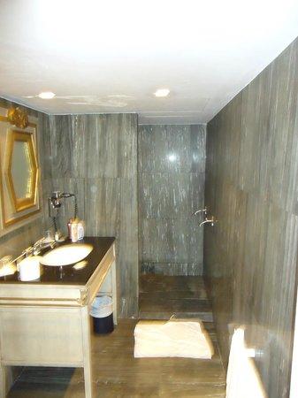 Chateaubriand Hotel: banheiro