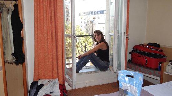 Ibis Paris Tour Montparnasse 15ème : quarto pequeno mas confortável
