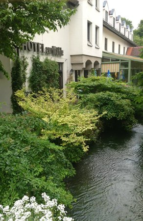Hotel-Gasthof zur Mühle: Creek running through property