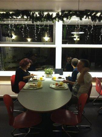 Stayokay Hostel Amsterdam Vondelpark: área de alimentação