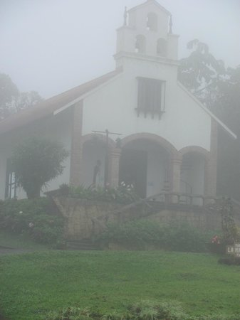 Villa Blanca Cloud Forest Hotel and Nature Reserve: chapel in the mist