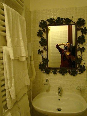 A Casa di Paola: banheiro com aquecimento e janela