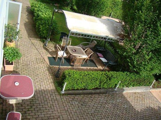 A Casa di Paola: jardim do estacionamento