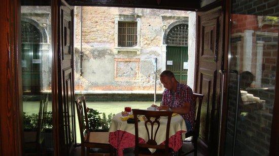 Locanda La Corte: Table avec vue sur le canal