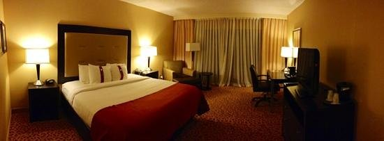 Holiday Inn Evansville Airport Hotel : spacious rooms