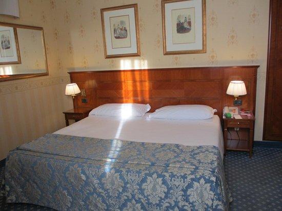 Windsor Hotel Milano: super kingsized beds.