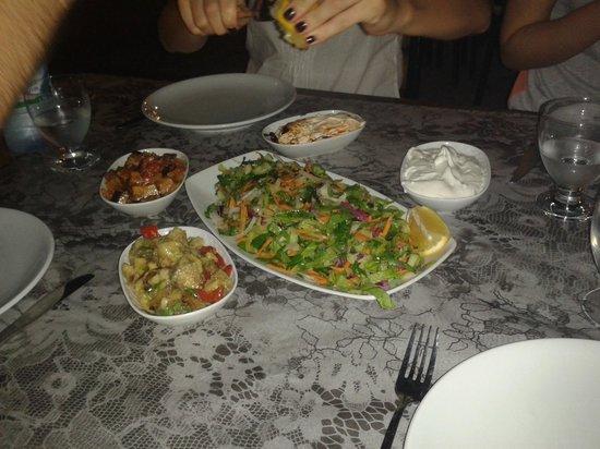 Cinbal Restaurant: Henüz etler gelmeden ilk kare