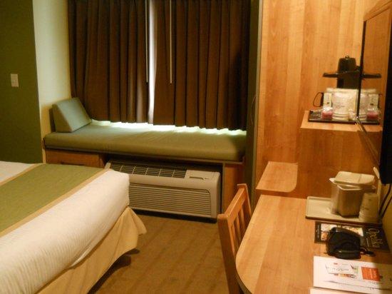 Microtel Inn & Suites by Wyndham Opelika : Room