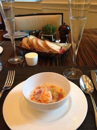 J&G Steakhouse: tuna in coconut chili broth