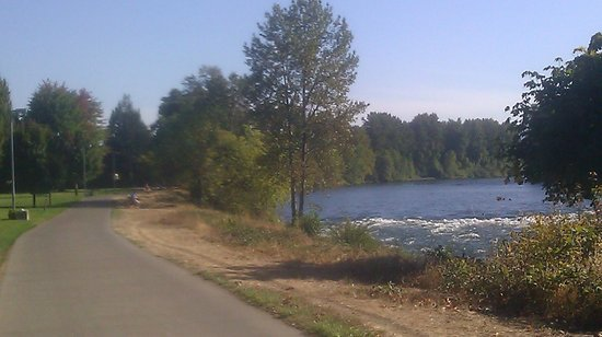 Willamette River bike trail