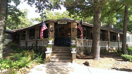 Cobblestone Lodge: main lodge