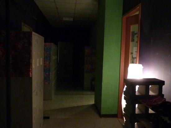 The Meeting Place Hostel: Corredor dos quartos