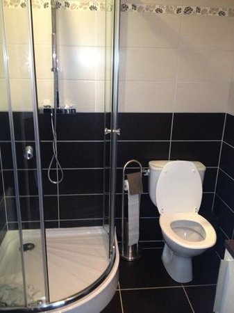 Hotel Bal : shower / toilet