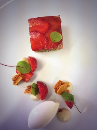 The Hambrough Restaurant: lemon and poppy sponge, strawberries and lavender