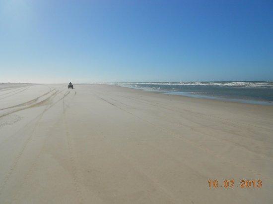 Lencois Maranhenses National Park: De quad pela praia muito legal