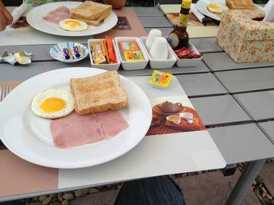 La Villetta Chiangmai: Breakfast