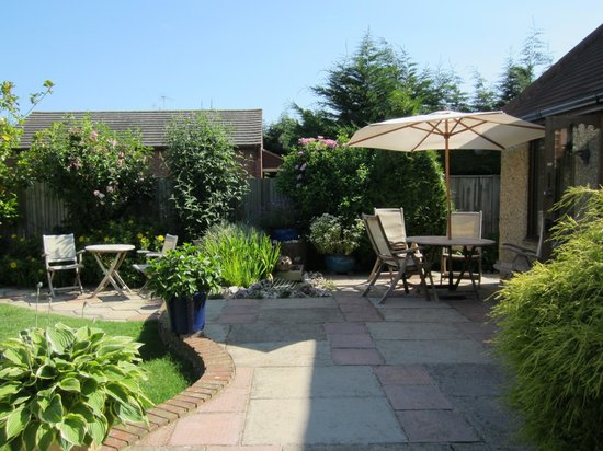St Mary's Hall Bed and Breakfast: Outdoor seating areas in the Garden